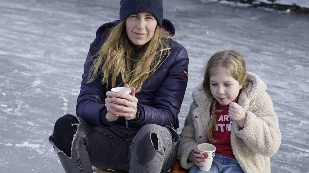 """Annemarie Geerts met één van haar dochters. """"Ook bij mij ging het niet altijd goed."""""""