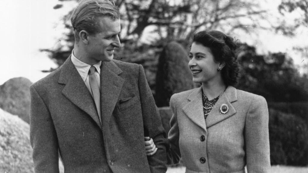 In 1947 gaan Philip en Elizabeth trouwen. Deze foto komt uit dat jaar.