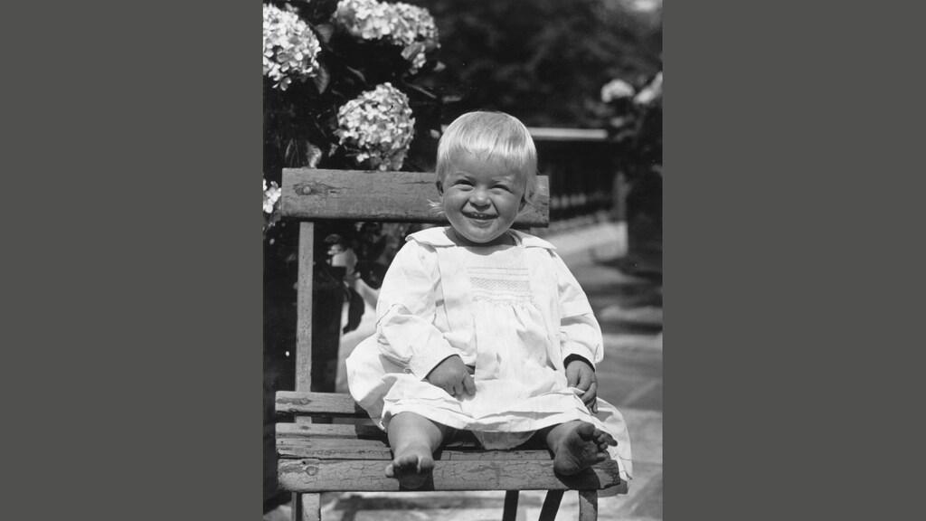 Philip in juli 1922 als hij net een jaar is.