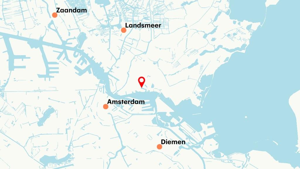 De plek waar de auto te water is geraakt, in Amsterdam Noord.
