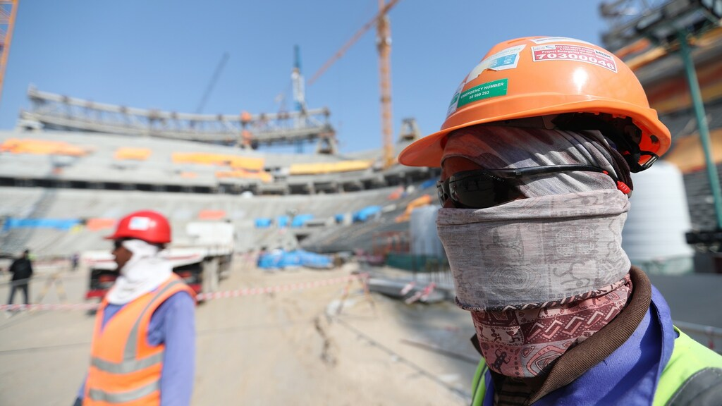Arbeidsmigranten worden uitgebuit bij de bouw van de stadions voor het WK in Qatar