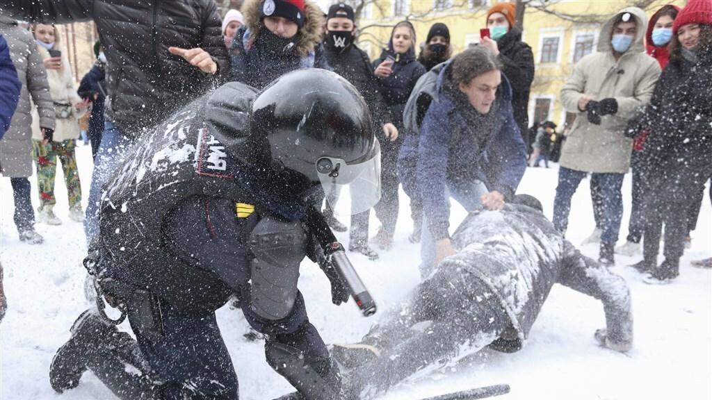 Protest voor de vrijlating van Navalny wordt hard neergeslagen.