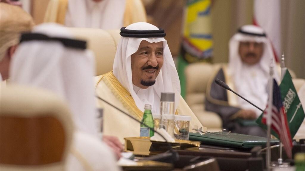 De 85-jarige Saoedische koning Abdoel Aziz, midden.