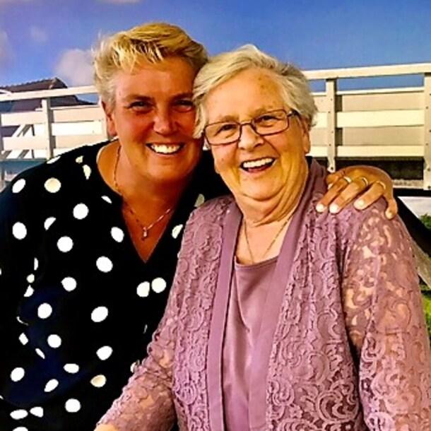 Annie, samen met dochter Anita