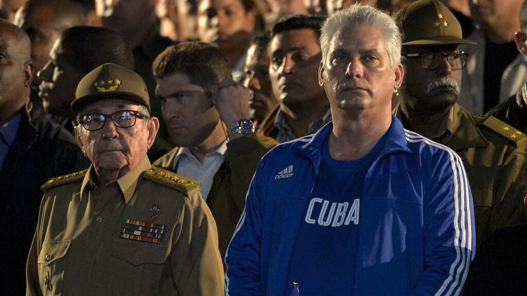 In 2018 nam Miguel Diaz-Canel het stokje over van Raúl Castro (links).