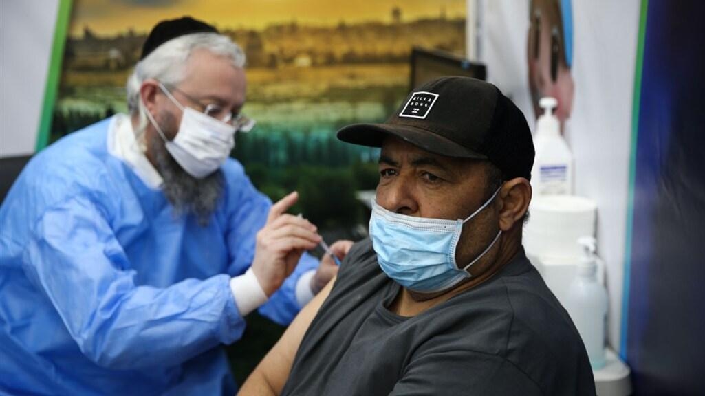 In Israël heeft al bijna 90 procent van de bevolking een prik gehad.
