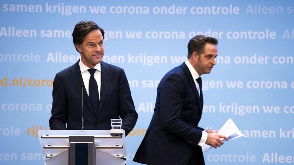 Mark Rutte en Hugo de Jonge bij een persconferentie.