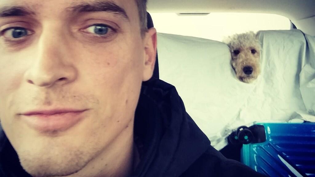 Hond Bailey geeft het gezin afleiding en plezier.