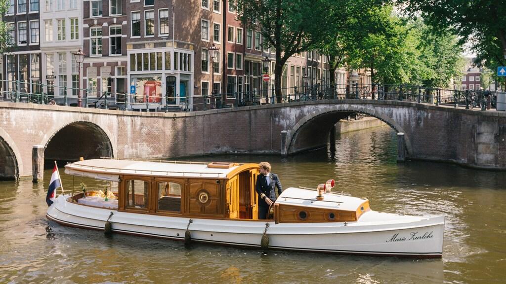 Salonboot Marie Zurlohe moet na ruim honderd jaar de Amsterdamse grachten verlaten.