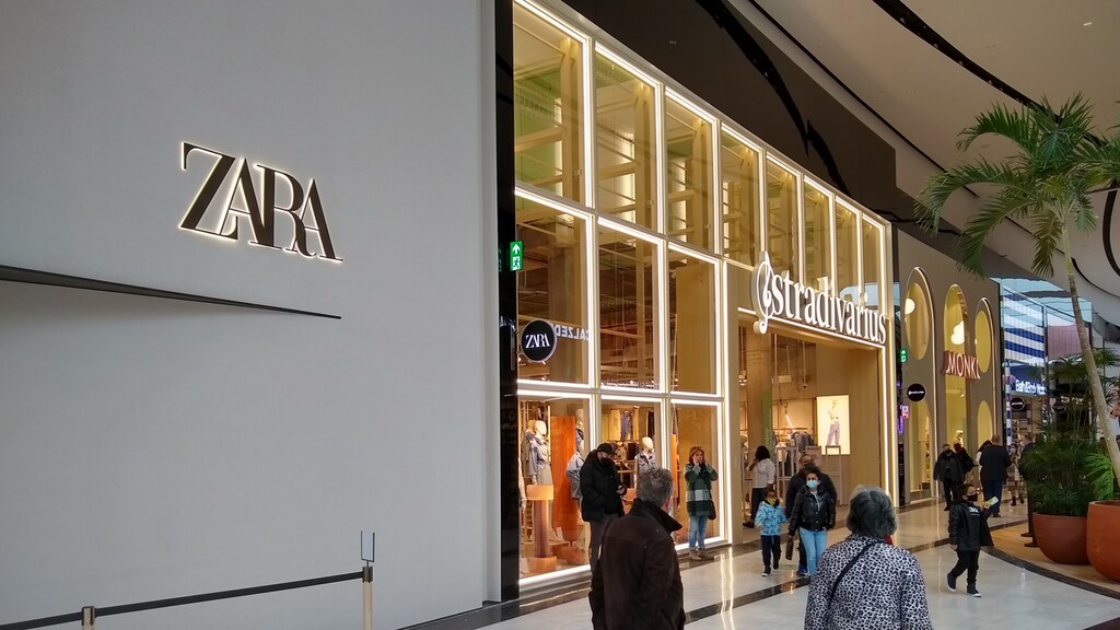 Winkels van Stradivarius en 'anker' Zara in het deel met internationale merken.