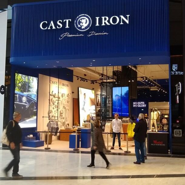Een winkel van modemerk Cast Iron in de winkelstraat met trendy merken.