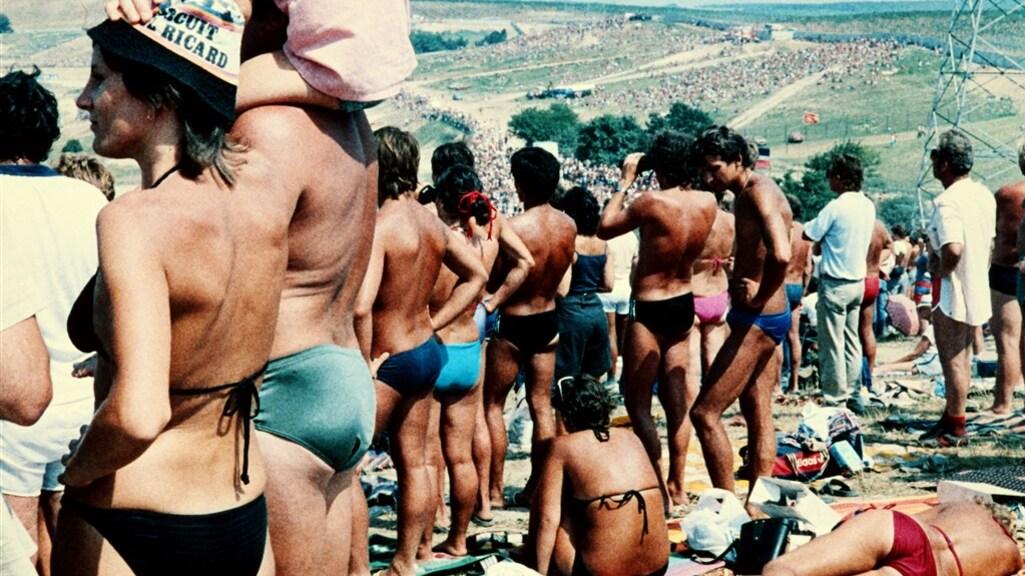 Dit was 1986: F1-fans liggen in de zon bij de eerste Grand Prix in het communistische Hongarije.