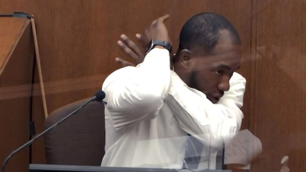 Vechtsportinstructeur Donald Williams (33) getuigt in de rechtbank.