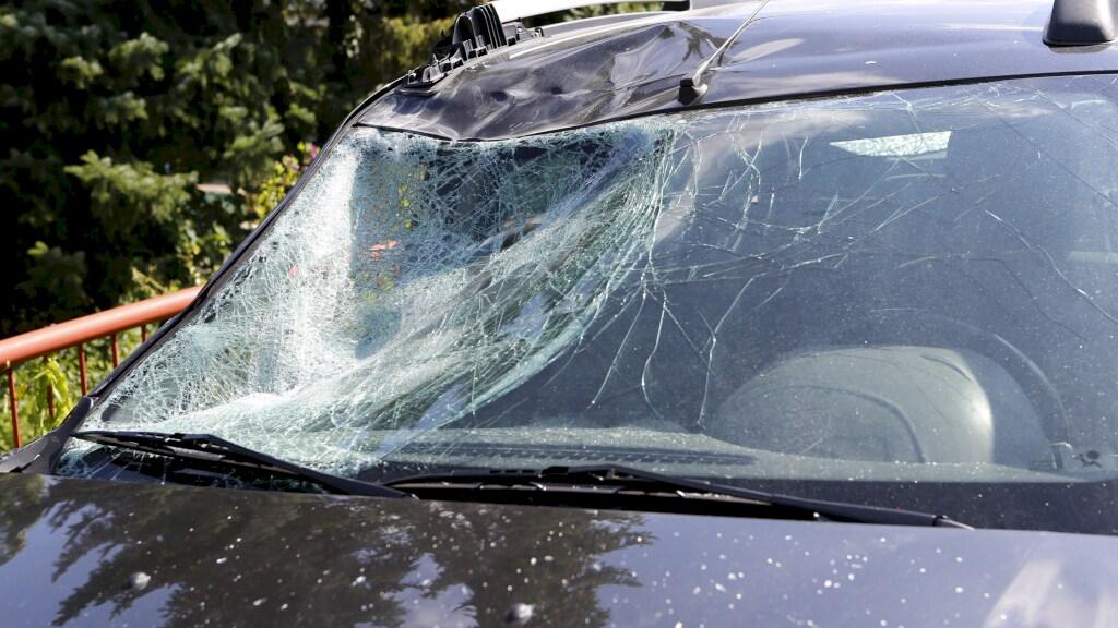 Schade aan de auto die de neef van Anna aanreed.