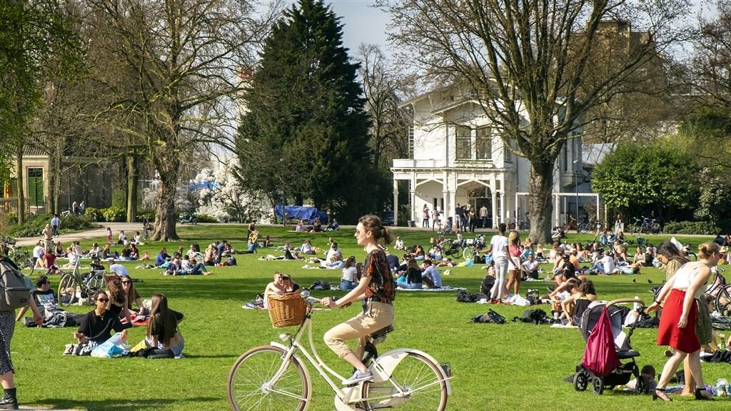 Het Euromast Park in Rotterdam op 31 maart: warm en aangenaam.