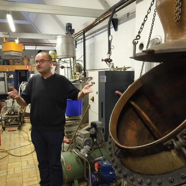 Leo Fontijne, eigenaar van Van Toor, in de distilleerderij.