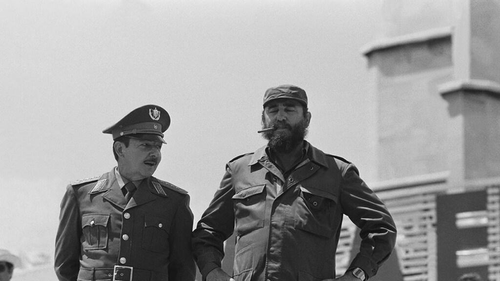 Raúl (links) en Fidel Castro in 1978