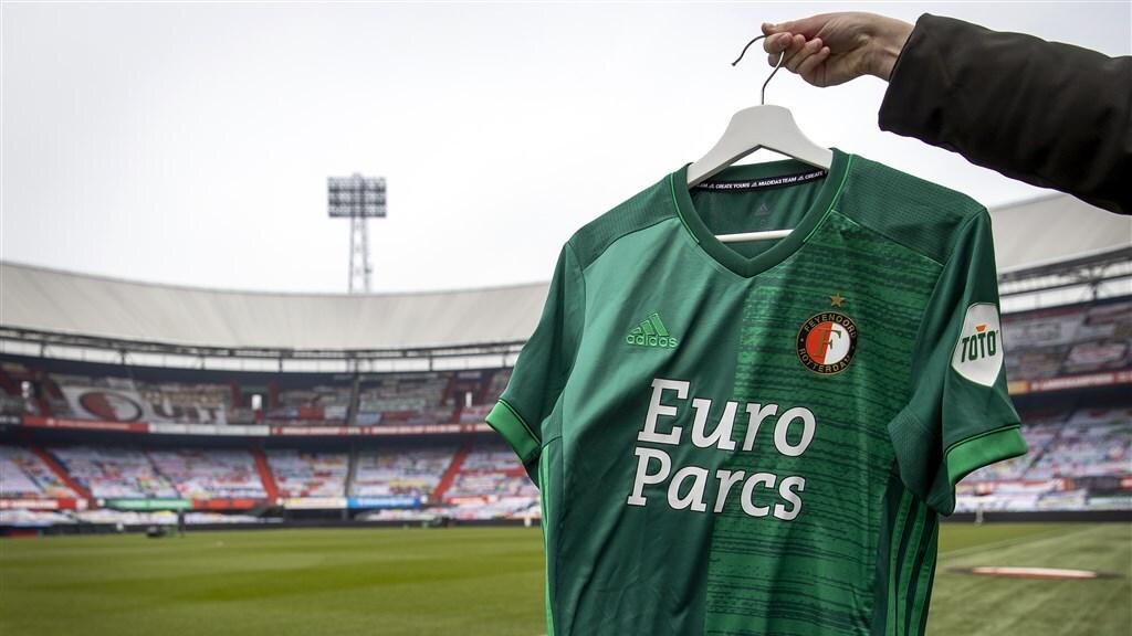 Het shirt voor seizoenkaarthouders van Feyenoord die hun geld niet terug vragen.