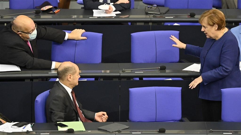 Merkel en ministers Altmaier (uiterst links) en Scholz moeten allemaal getuigen.