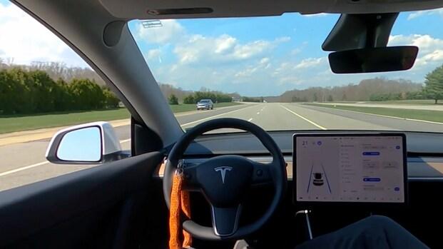 'Tesla Autopilot werkt ook zonder iemand op bestuurdersstoel'