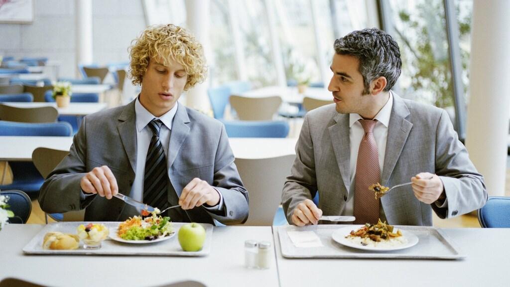 Een grotendeels lege kantine tijdens lunchtijd gaan we vaker zien.