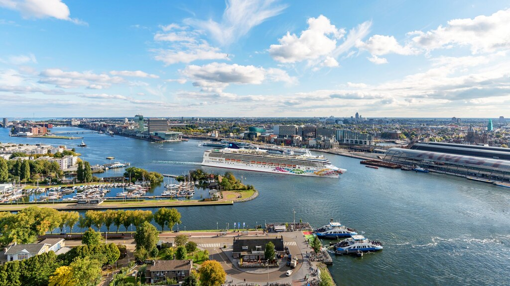 Cruiseschip in Amsterdam.