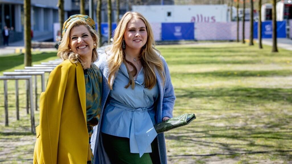 Prinses Amalia en koningin Máxima