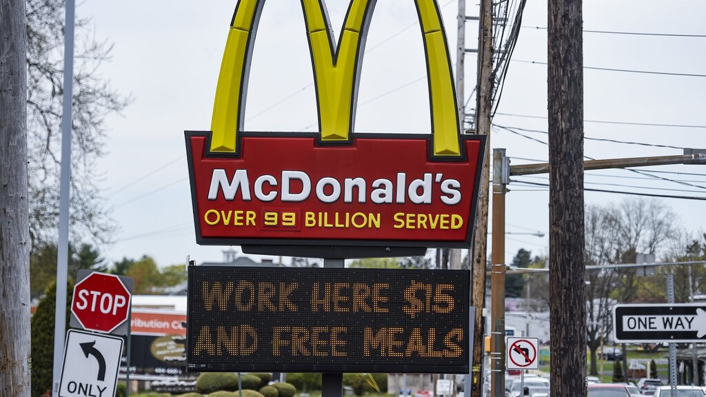 In de VS wordt personeel gelokt met gratis maaltijden.