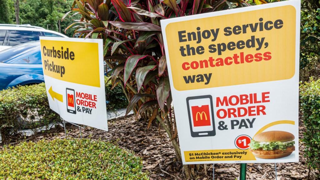 Bestellen via de mobiele app moet wachtrijen verkorten, hoopt het bedrijf.