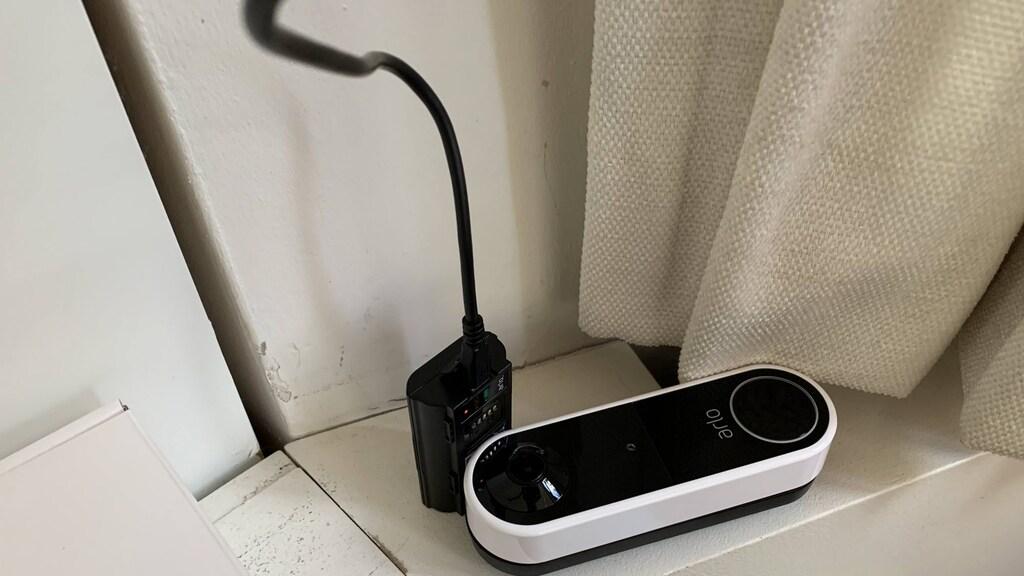 Arlo Essential video doorbell: Accu opladen voor gebruik