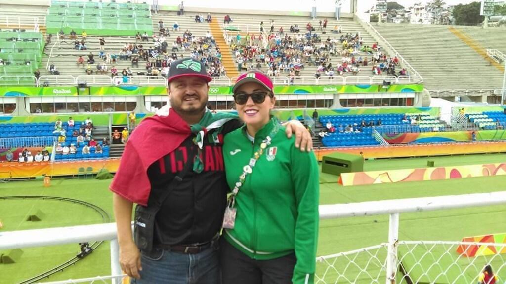 Gabriela met haar vader op de Olympische Spelen.