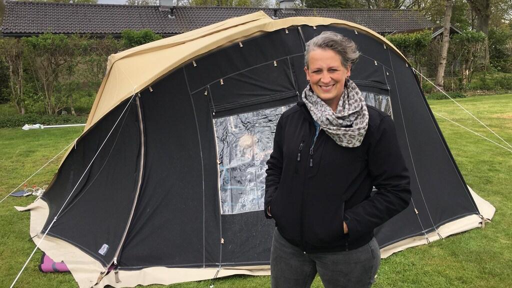 Charlotte vermaakt zich prima op de camping