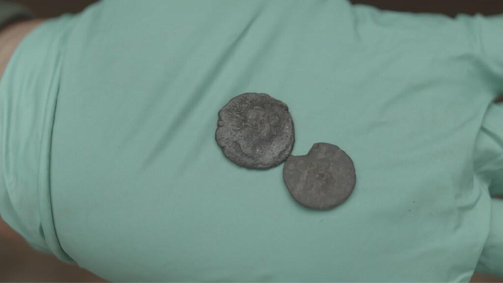 Enkele munten die werden gevonden.