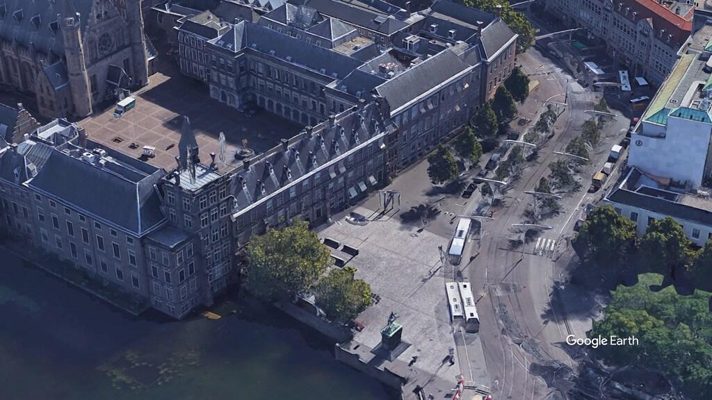Zo ziet het plein naast het Binnenhof er nu uit.