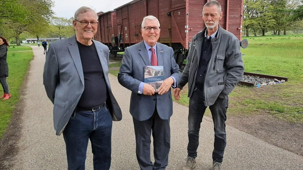 Marc Degen met naast hem Koert Broersma (links) en Gerard Rossing.