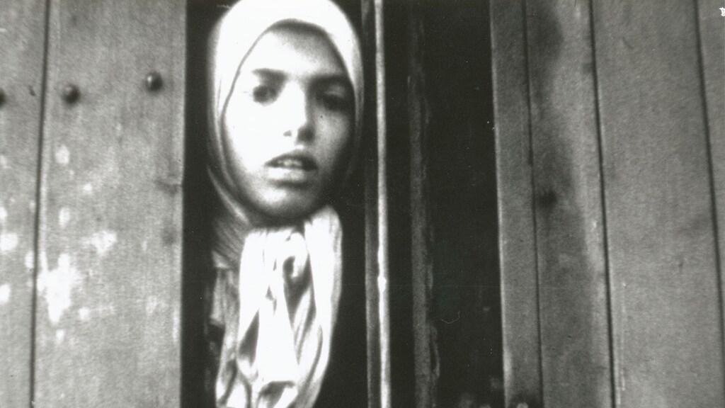 Settela Steinbach werd enkele weken na het maken van deze beelden in Auschwitz vergast.
