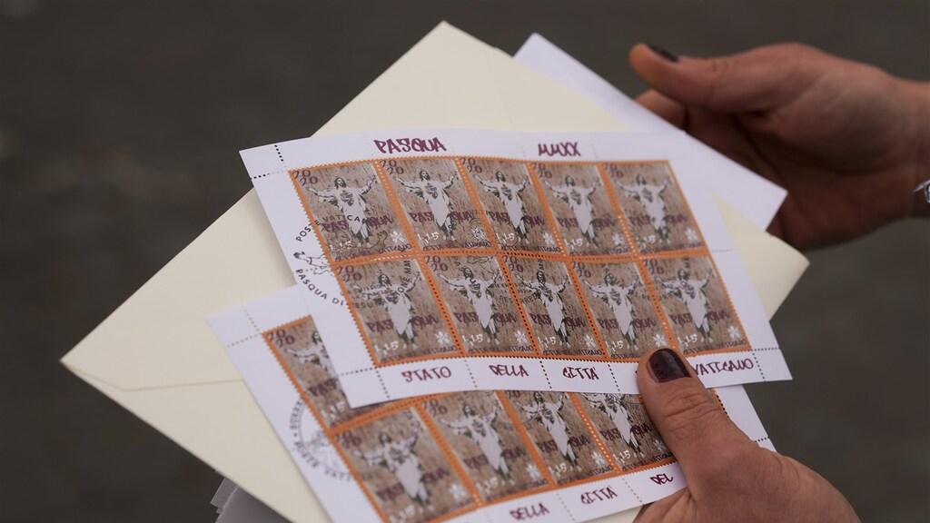 De speciale paaszegels van de postdienst van het Vaticaan.