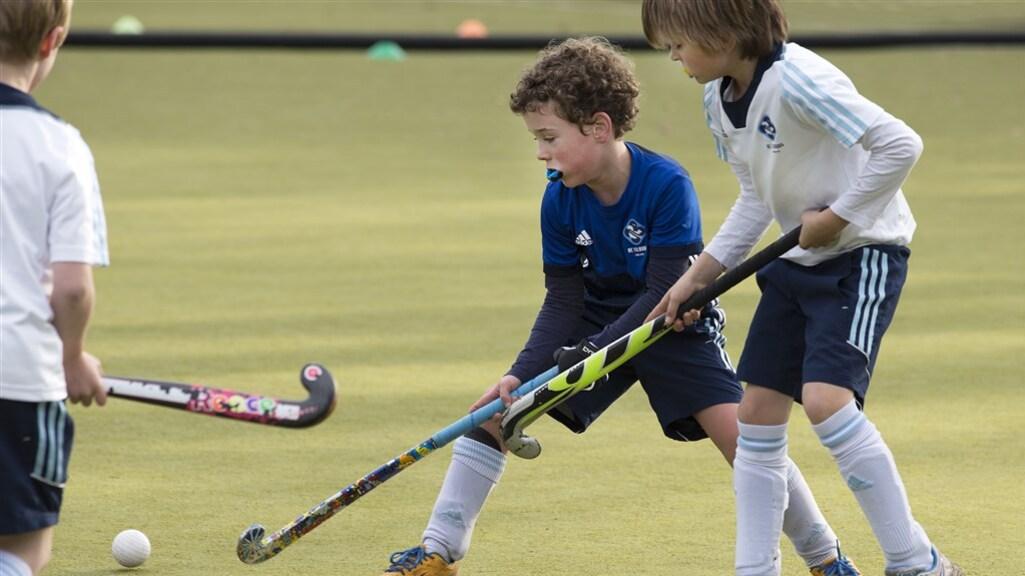 De jonge hockeyspelers van HC Tilburg mogen weer competitie spelen