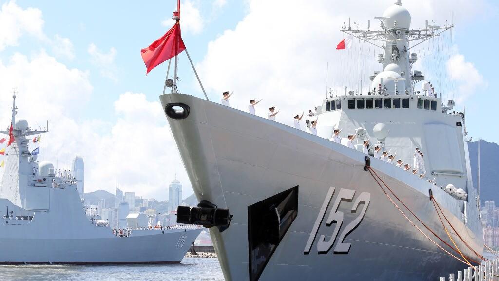 De Chinese marine oefent steeds dreigender in de Zuid-Chinese Zee, en dat zorgt voor spanningen in de regio.