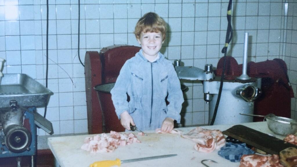 Als klein jongetje hielp André elke zaterdag in een slagerij.