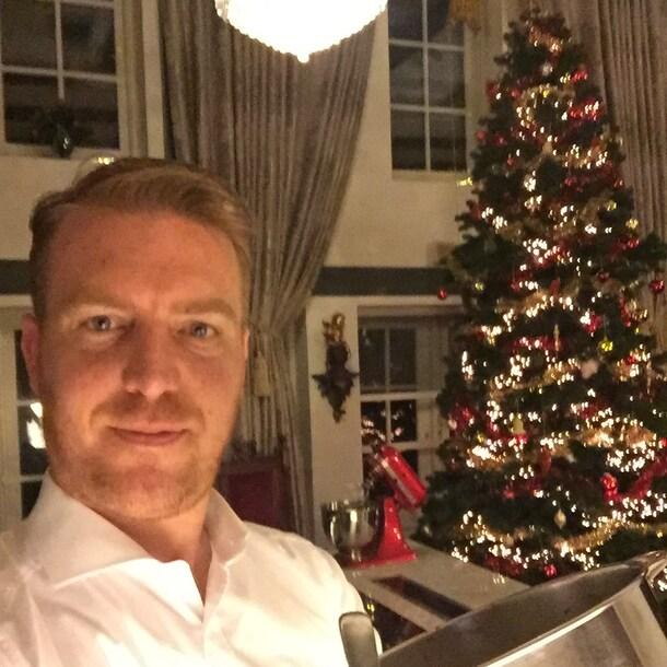 Aan het werk bij 'meneer' en 'meneer', tijdens kerst.
