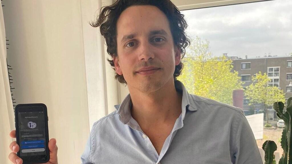 Product owner Rik Tholen met de nieuwe app