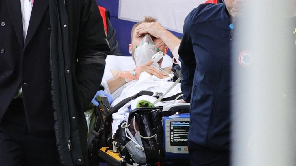 Eriksen zaterdagavond kort na de geslaagde reanimatie.
