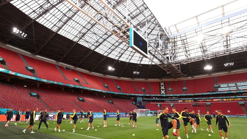 Het elftal van Oekraïne tijdens een training in Amsterdam