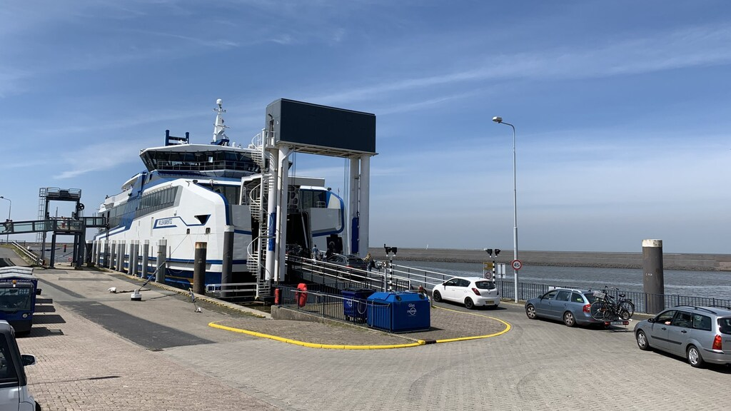 Een veerboot van Rederij Doeksen.
