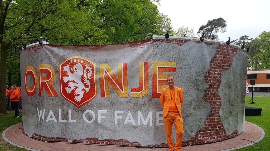 Leon gaat al sinds 1987 naar wedstrijden van het Nederlands elftal. Hij was ook bij het EK in '88.