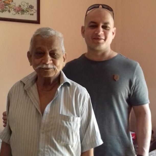 Frank, samen met zijn vader, de laatste keer dat hij in India was.