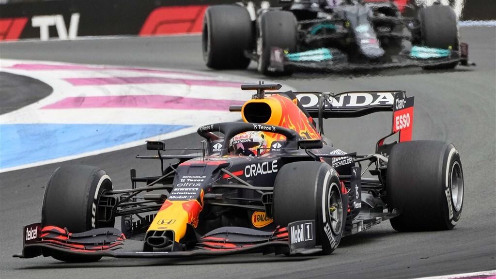 Verstappen wint GP van Frankrijk na pittig gevecht met Hamilton