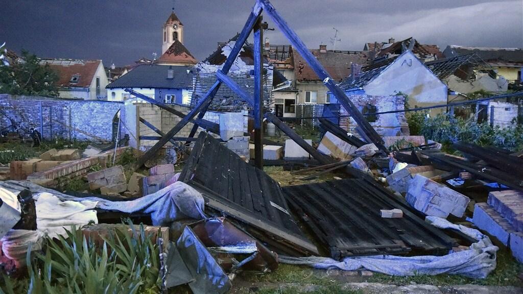 Marc de Jong van Buienradar noemt de tornado 'zeldzaam voor Europa'