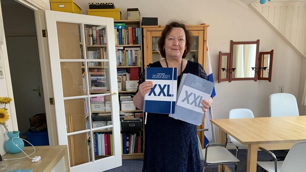 Uitgever Ilse van der Stoep met haar grote agenda voor leerlingen die moeite hebben met plannen.